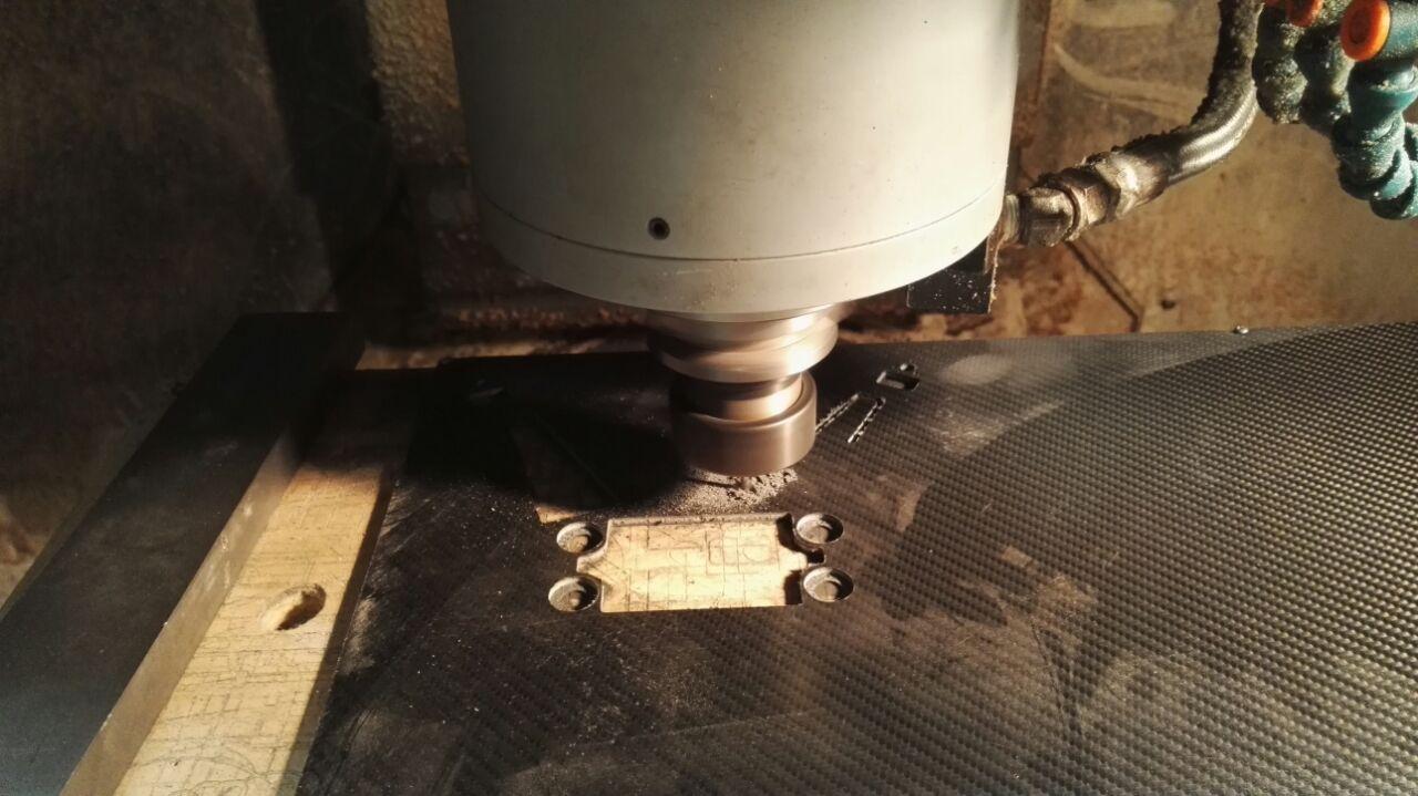 Taglio carbonio con CNC